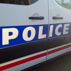 Violences policières : un commissaire suspendu après une carte de vœux raciste