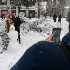 Vague de froid : sous la neige, les Madrilènes dansent La Macarena