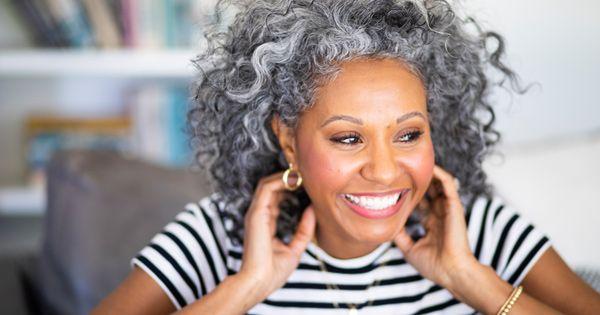 Graue-Haare-Die-h-ufigsten-Ursachen-und-besten-Pflege-Tipps