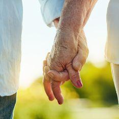 Ces deux amoureux de lycée se retrouvent 70 ans après et décident de se marier en pleine pandémie