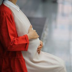 N'ayez pas l'air décoiffées, Évitez de grossir : ces recommandations à destination des femmes enceintes nous font bondir