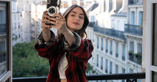 Emily-in-Paris-Die-sch-nsten-Outfits-der-Netflix-Serie-zum-Nachstylen