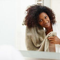 Cheveux crépus : comment bien traiter les pellicules ?