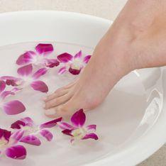 Callosités, odeurs, mycoses… Les recettes de bain de pieds au bicarbonate de soude