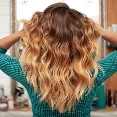 Cheveux mi-longs : comment porter cette coupe après 40 ans ?