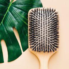 Haarbürste reinigen: Mit diesen Tipps bekommst du deine Bürste wieder sauber