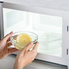 Comment nettoyer son micro-ondes en 5 minutes ? Nos astuces faciles et 100% naturelles