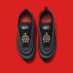 Ces Nike «sataniques» contiennent du sang humain et font scandale