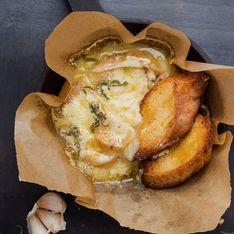 Gebackener Camembert in Blätterteig: Cremigstes Rezept aller Zeiten