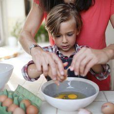 Cuisiner avec les enfants : guide des tâches à leur confier selon leur âge
