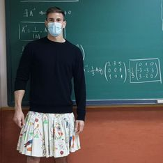 Des profs espagnols portent la jupe en cours pour soutenir un élève expulsé