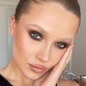 Comment adopter la tendance des sourcils décolorés sans le regretter ?