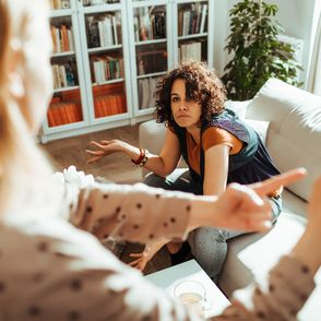 Ces 5 signes prouvent que vous avez une relation toxique avec vos frères et sœurs