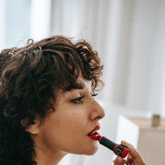 Voici une méthode infaillible pour appliquer votre rouge à lèvres sans bavures du premier coup !