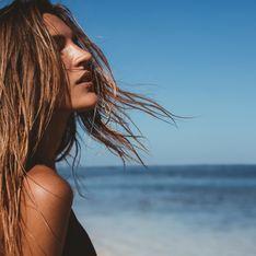 Cheveux : ces erreurs que l'on fait tou.te.s à la plage