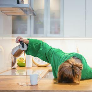 Avere sempre sonno: sintomi, cause e rimedi alla sonnolenza diurna