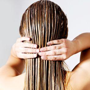 Aceto di mele e capelli: i benefici e come usarlo al meglio