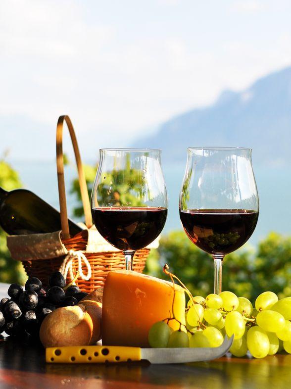 En terrasse, optez de préférence pour du vin rouge (avec modération)