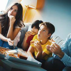 Regarder la télévision pendant les repas a des conséquences sur les enfants