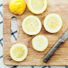 Messerspuren vom Schneidebrett entfernen: So geht es schnell und kinderleicht!