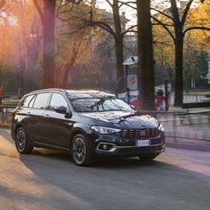 FIAT TIPO Station Wagon Mamme in Auto con Laurie Lubbe