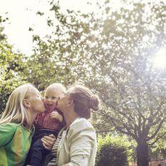 """""""C'est perturbant de demander à ses proches des lettres pour dire que je suis une bonne maman"""" : Mères d'une petite fille, Alice et Elise se confient sur les démarches d'adoption après u"""