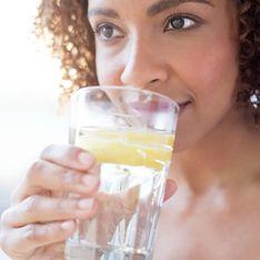 Acqua e limone al mattino: fa davvero così bene come dicono?