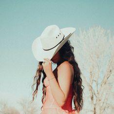 Reverse Cowgirl: Das sollte die Reiterin unbedingt beachten