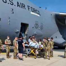 Une Afghane accouche dans un avion américain durant son évacuation