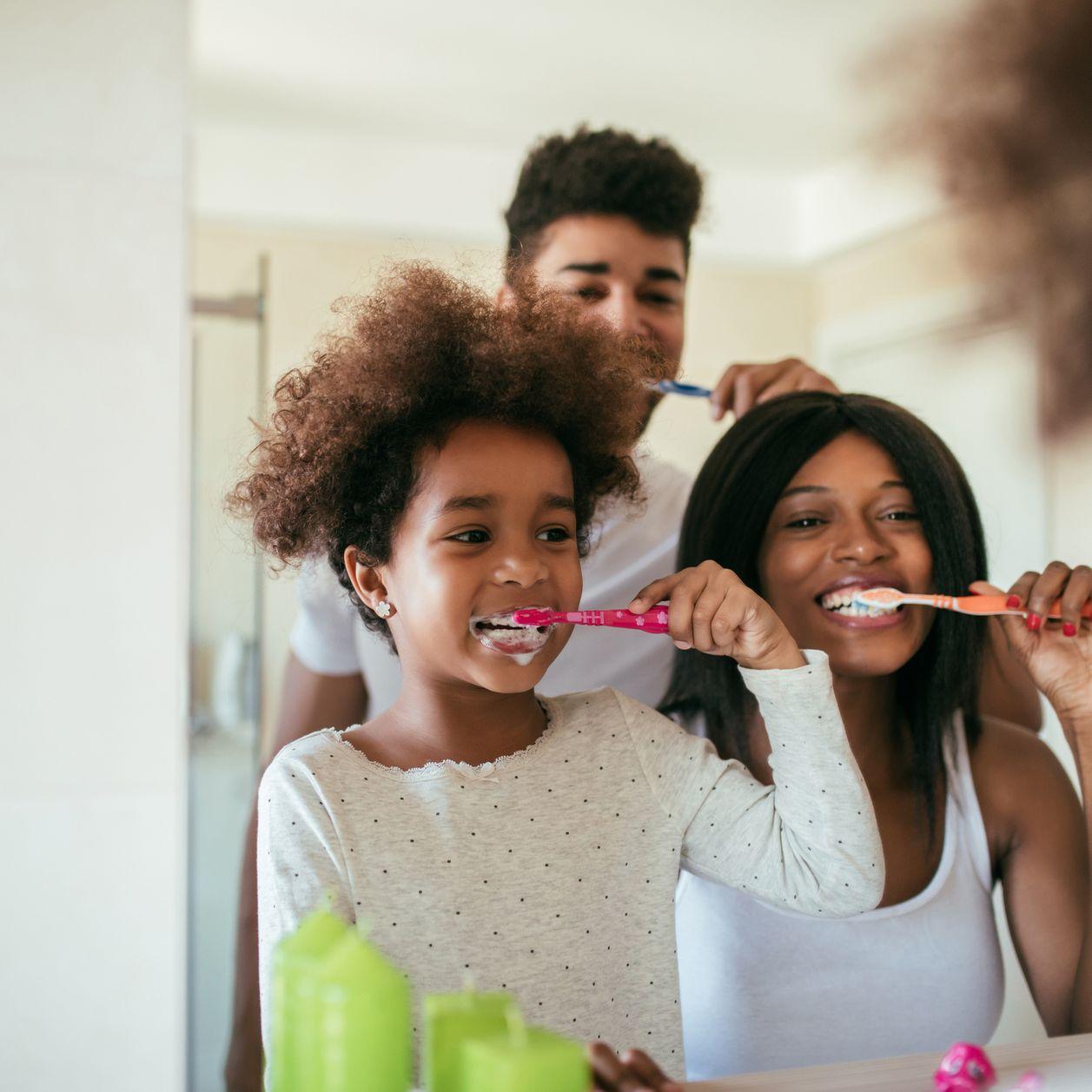 Brossage des dents : ces 10 erreurs à éviter absolument