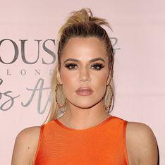 La coloration blond gris ? Khloé Kardashian lance la tendance !