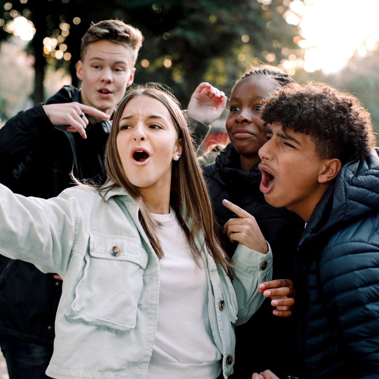 Adolescence : À quel âge commence-t-elle et quand finit-elle ?