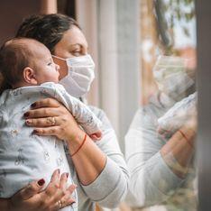 Ils gardent leur masque pour protéger leur bébé et se font expulser d'un restaurant