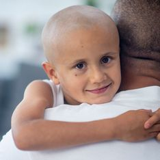 Solidaire avec son fils atteint d'un cancer, ce père fait un geste bouleversant