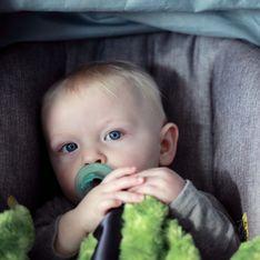 À quel âge un enfant doit-il passer du siège-auto au réhausseur en voiture ?