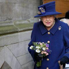 Elizabeth II apparaît avec une canne pour la première fois en 17 ans