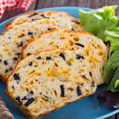 Préparez un cake aux olives bien moelleux facilement !