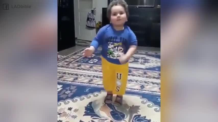 como oriental Este profesional practica danza niño la ynP8N0wvmO